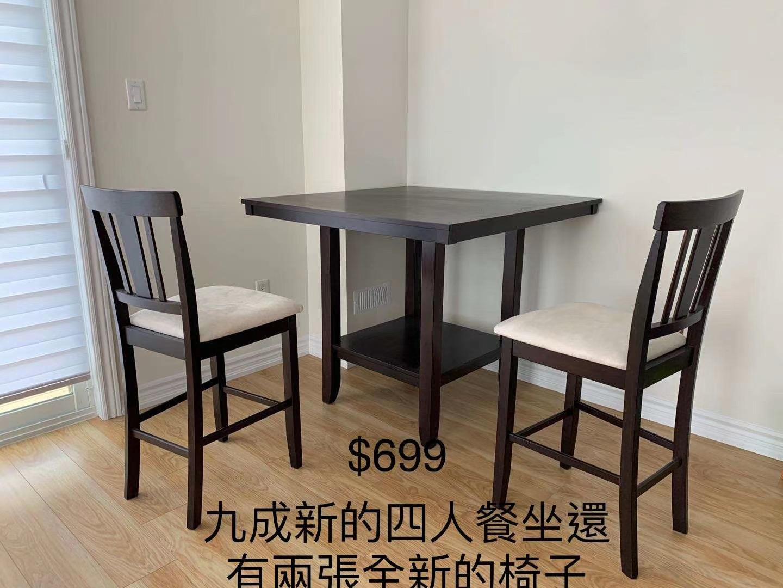 餐台和凳子
